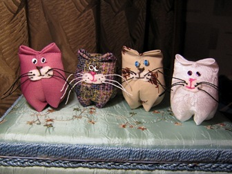Котики-сувениры в стиле handmade
